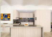 Large-niche-inside-the-apartment-contains-the-space-savvy-and-stylish-modern-kitchen-53201-217x155