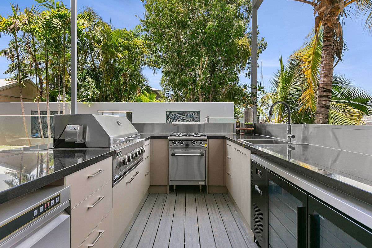 Making most of the limited space on the roof with a U-shaped outdoor kitchen