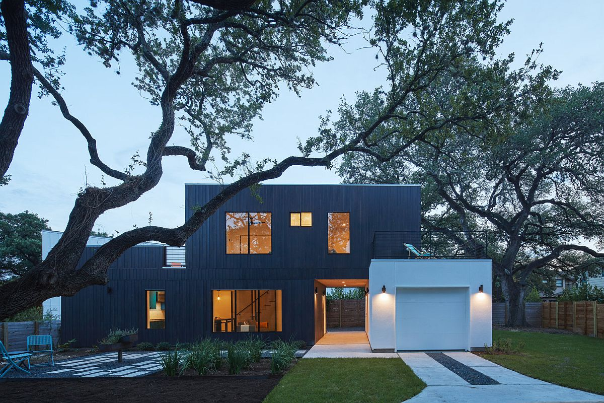 Modern and space-conscious Chelsea ADU in texas with a dark gray exterior