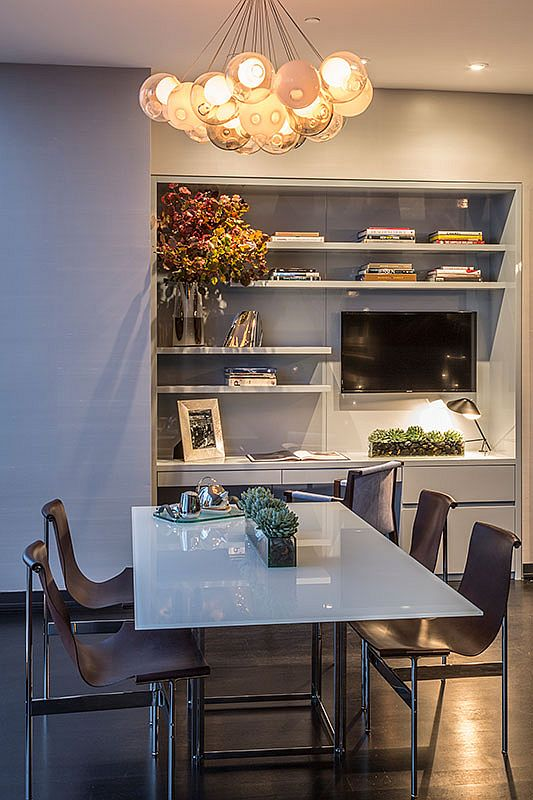 Modern-home-office-of-the-New-York-apartment-in-neutral-hues-with-a-slim-work-table-90304