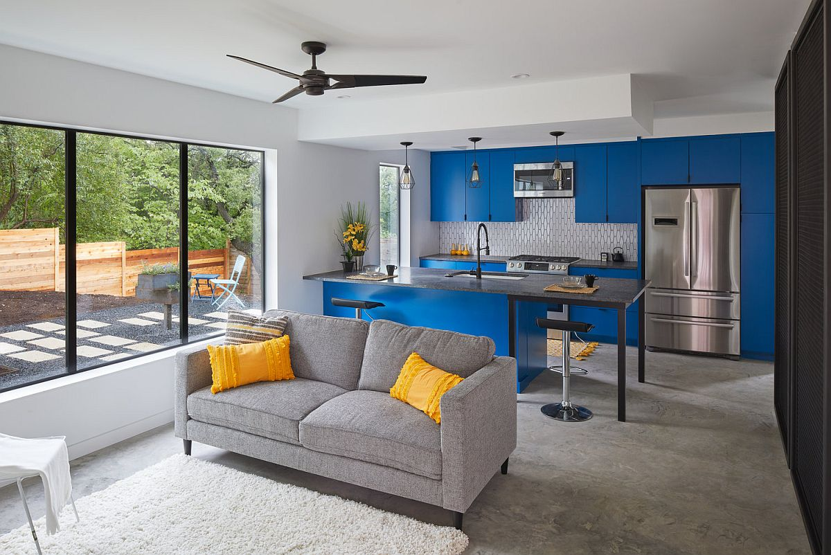 Modern-kitchen-inside-he-Texas-home-with-bright-blue-cabinets-and-a-relaxing-sitting-area-next-to-it-20855