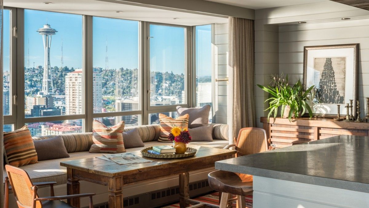 Modern-living-room-of-the-downtown-Seattle-home-with-a-luxurious-window-seat-that-offers-captivating-city-views-96046
