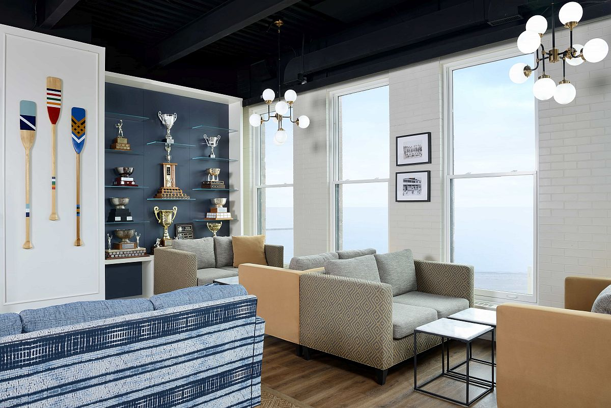 Multiple private and open sitting areas inside the lounge offer the perfect place to relax and catch up with friends