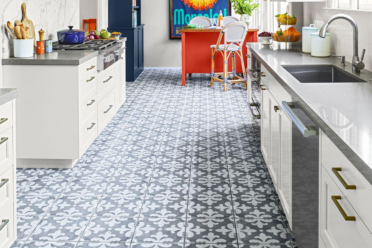 Patterned tile kitchen floor