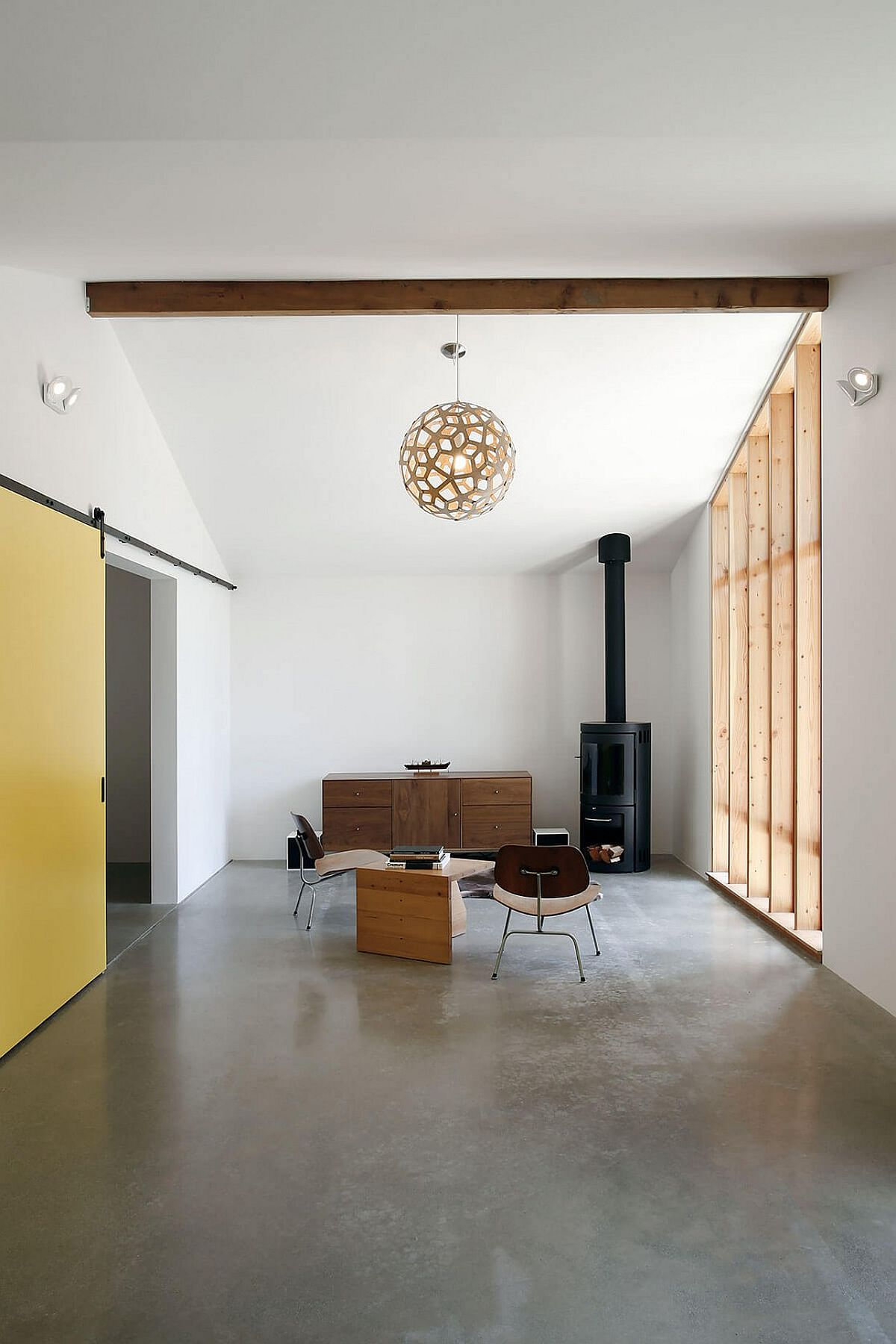 Sloped and high ceiling of the stable comes in handy while creating the new, spacious studio