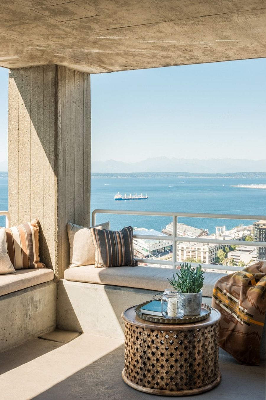 Small-covered-balcony-of-the-apartment-with-amazing-views-of-Olympic-Peninsula-96168