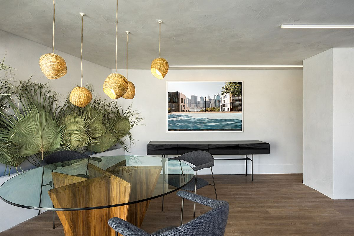 Straw-pendants-and-dried-palm-leaves-add-natural-touches-to-the-interior-of-the-apartment-10713