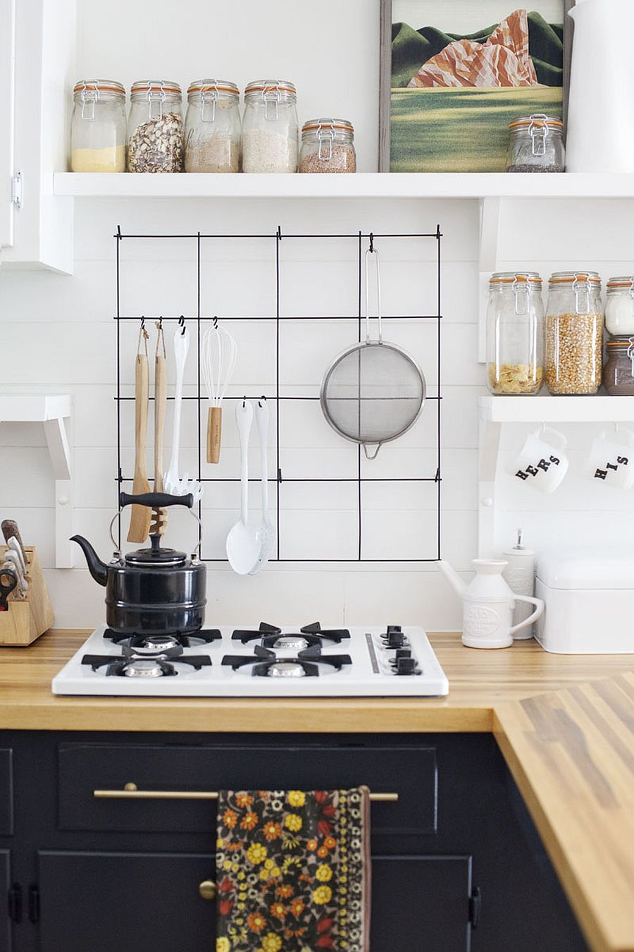 A simple wiry frame can transform the kitchen by creating a more organized countertop
