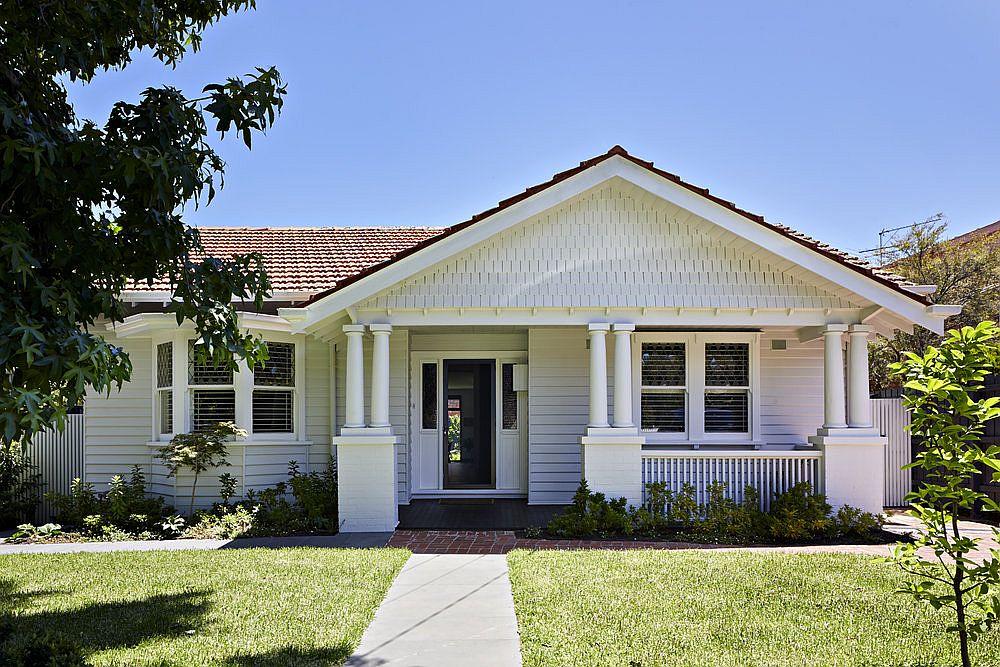 Beautiful street facade of Californian bungalow in Hampton, Melbourne conceals a fabulous modern extension