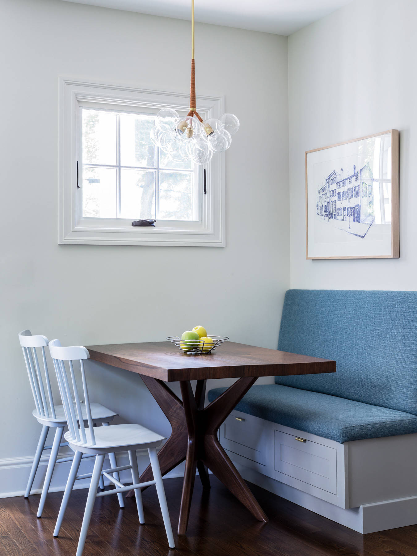 Bench-in-the-corner-for-the-small-dining-room-also-offers-clever-storage-space-82853