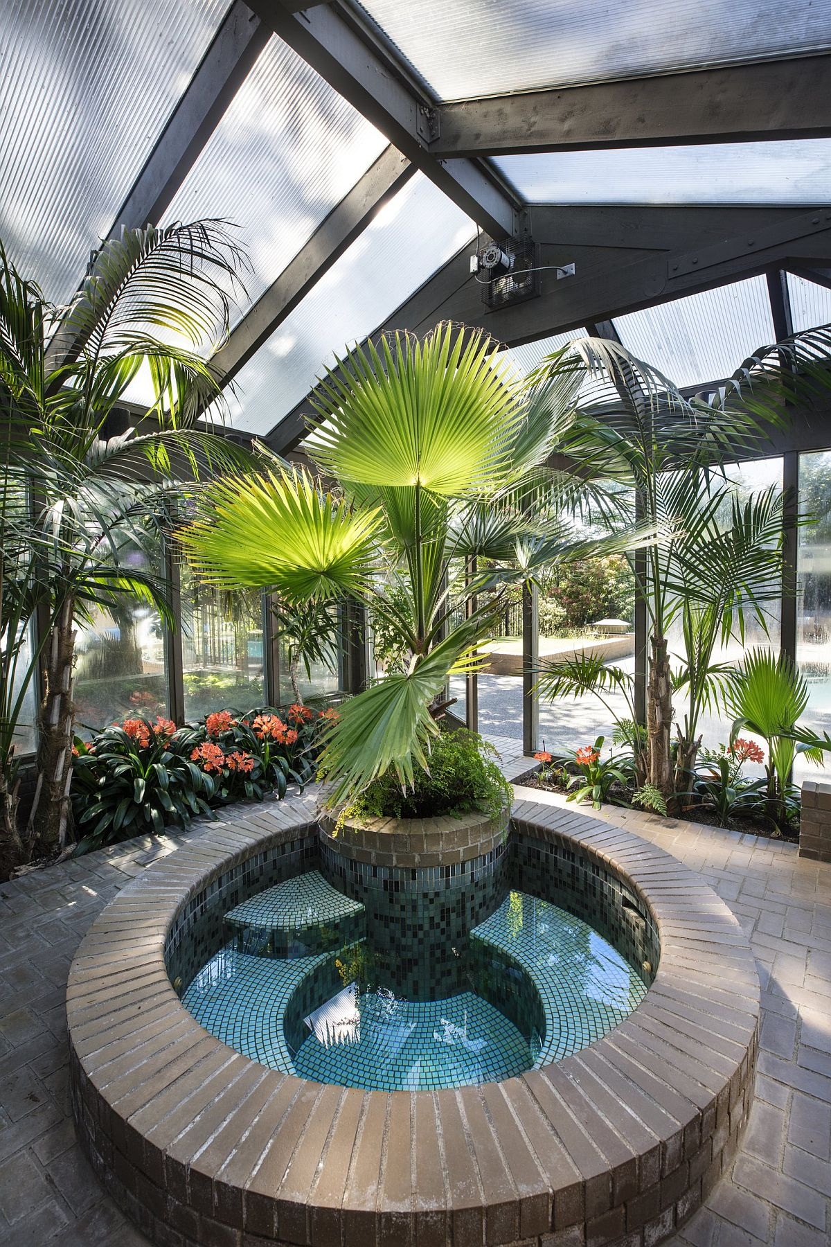 Brilliant tropical touches turn the hot tub feature into an absolute showstopper
