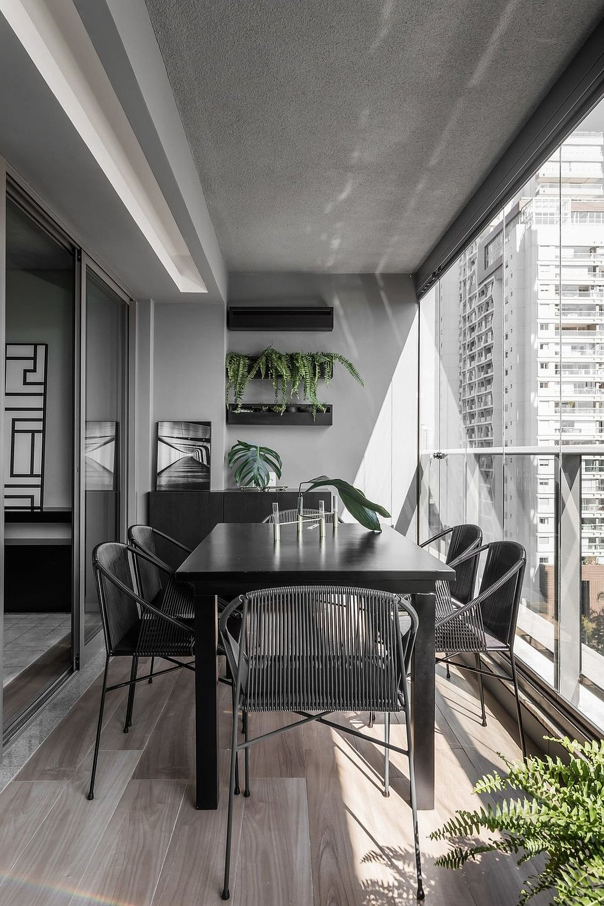 Dining-outside-in-the-balcony-with-a-view-of-the-sparkling-city-skyline-37529