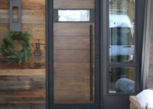 Exquisite-reclaimed-barn-wood-is-carefully-coupled-with-modern-finsihes-in-this-entryway-11081-217x155
