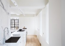 Exqusiite-white-kitchen-of-NYC-apartment-with-marble-countertops-and-backsplashes-along-with-white-lacquered-cabinets-37968-217x155
