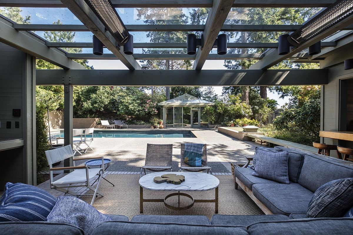 Extensive-sheltered-entertaining-area-and-hangout-next-to-the-pool-99564
