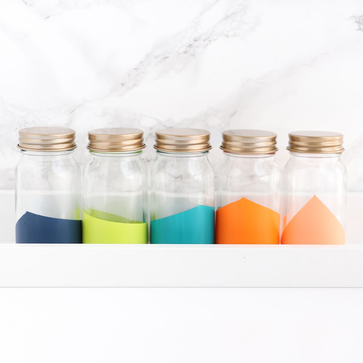 Fabulous DIY color-blocked spice jars for the chic and space-savvy kitchen
