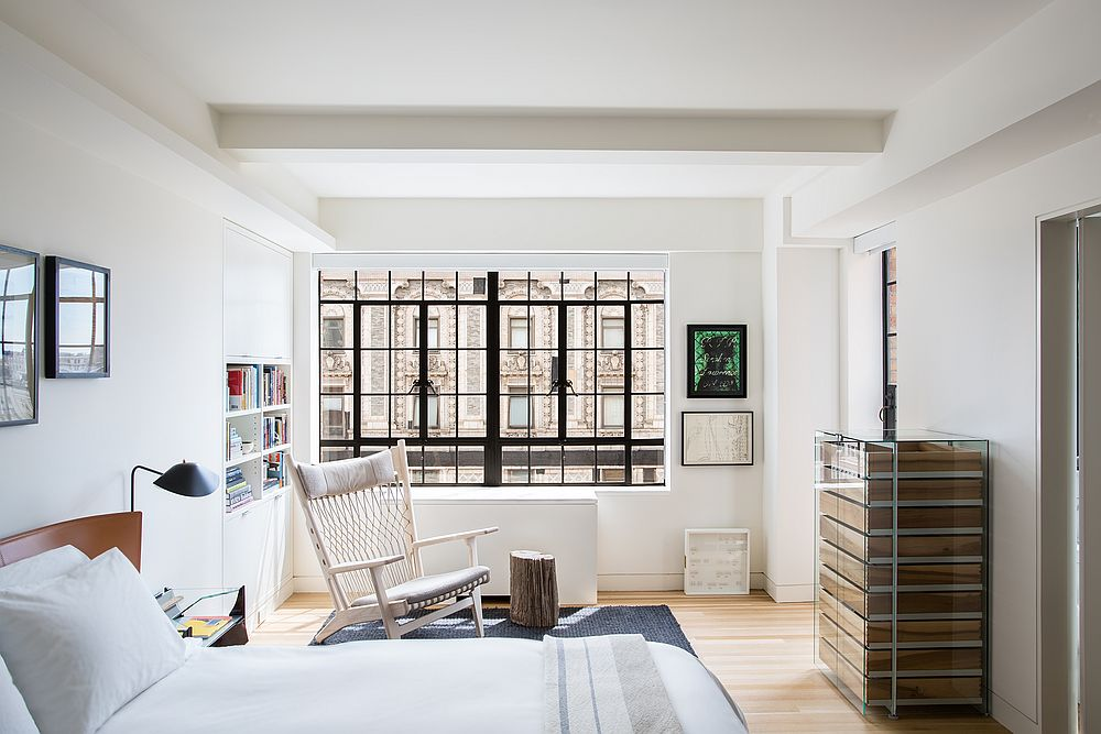 Fabulous-main-bedroom-of-the-house-with-white-backdrop-and-iconic-mid-century-modern-decor-pieces-15885