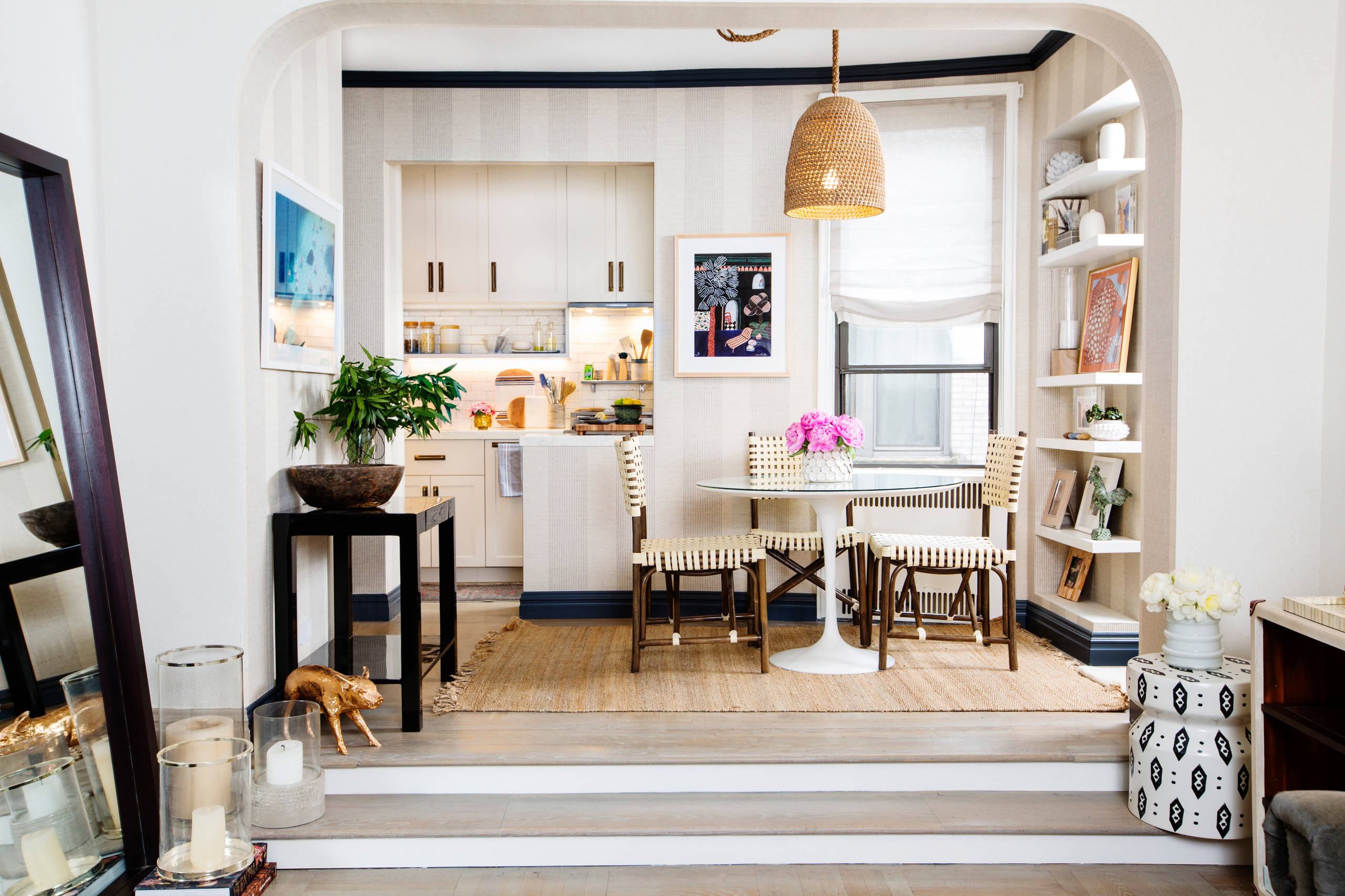 Fabulous-small-kitchen-and-dining-room-of-apartment-in-Chelsea-with-white-holding-fort-94432