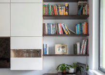 Find-a-corner-in-the-home-library-for-a-space-savvy-workspace-37048-217x155