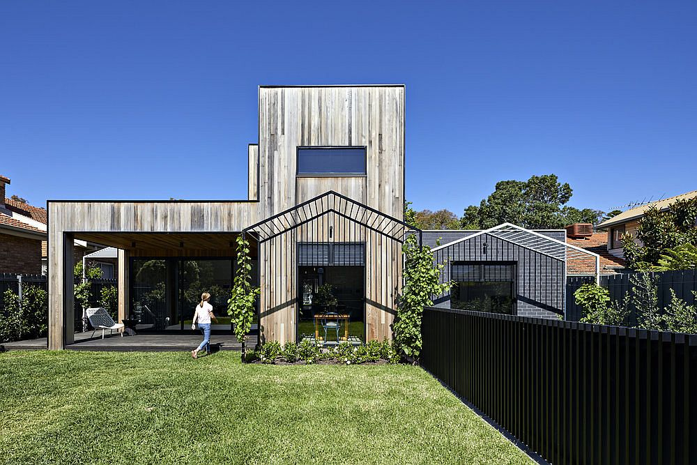 Hidden rear extension of the Californian bungalow in Melbourne