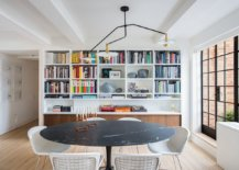 Iconic-Saarinen-dining-table-with-dark-marble-top-steals-the-show-in-here-37369-217x155