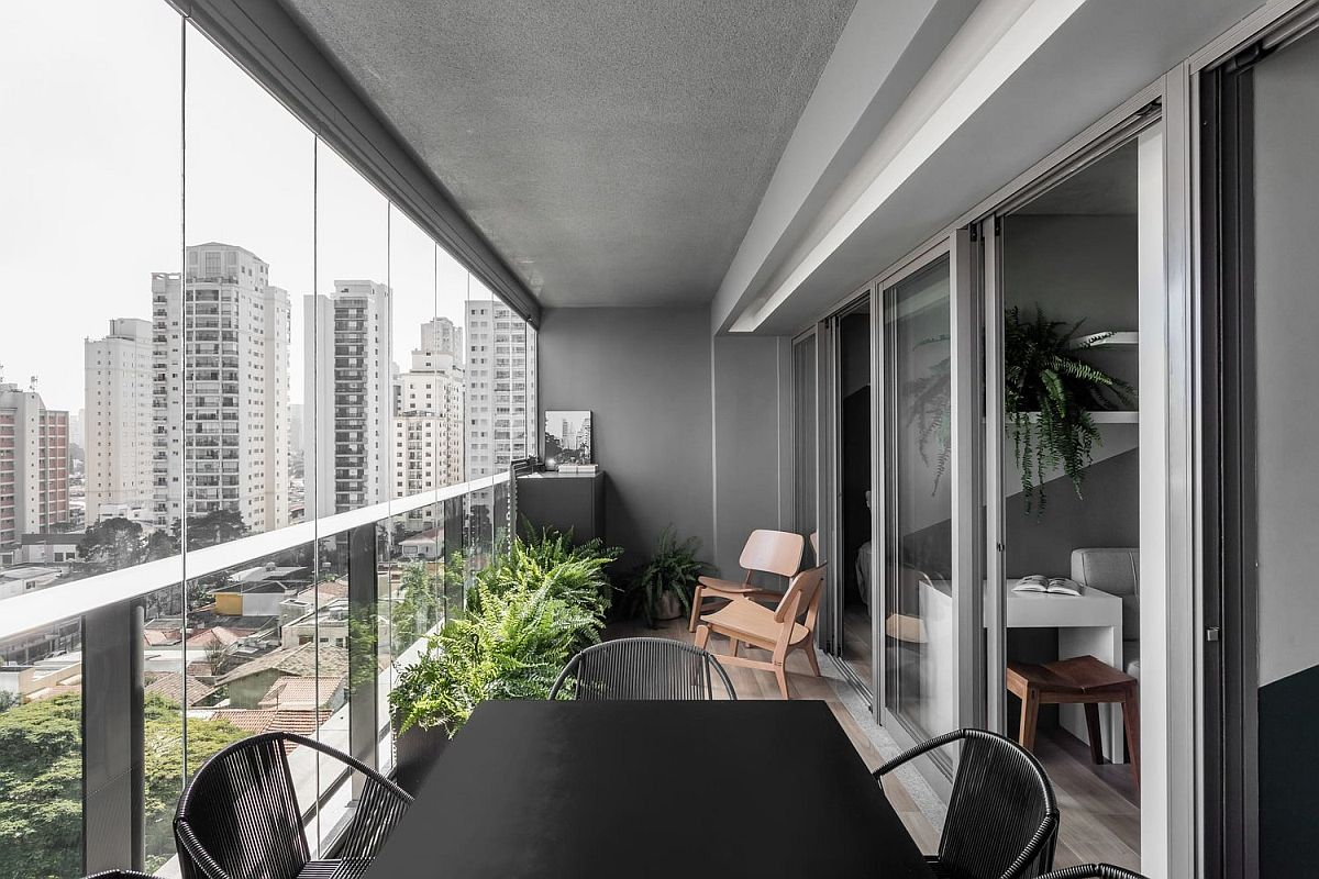 Making-most-of-the-limited-balcony-space-with-aan-outdoor-dining-area-85372