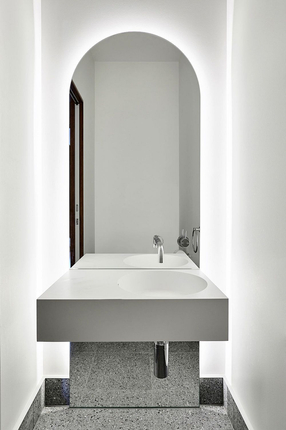 Modern-minimal-contemporary-bathroom-in-white-with-lighting-that-sets-the-mood-34316