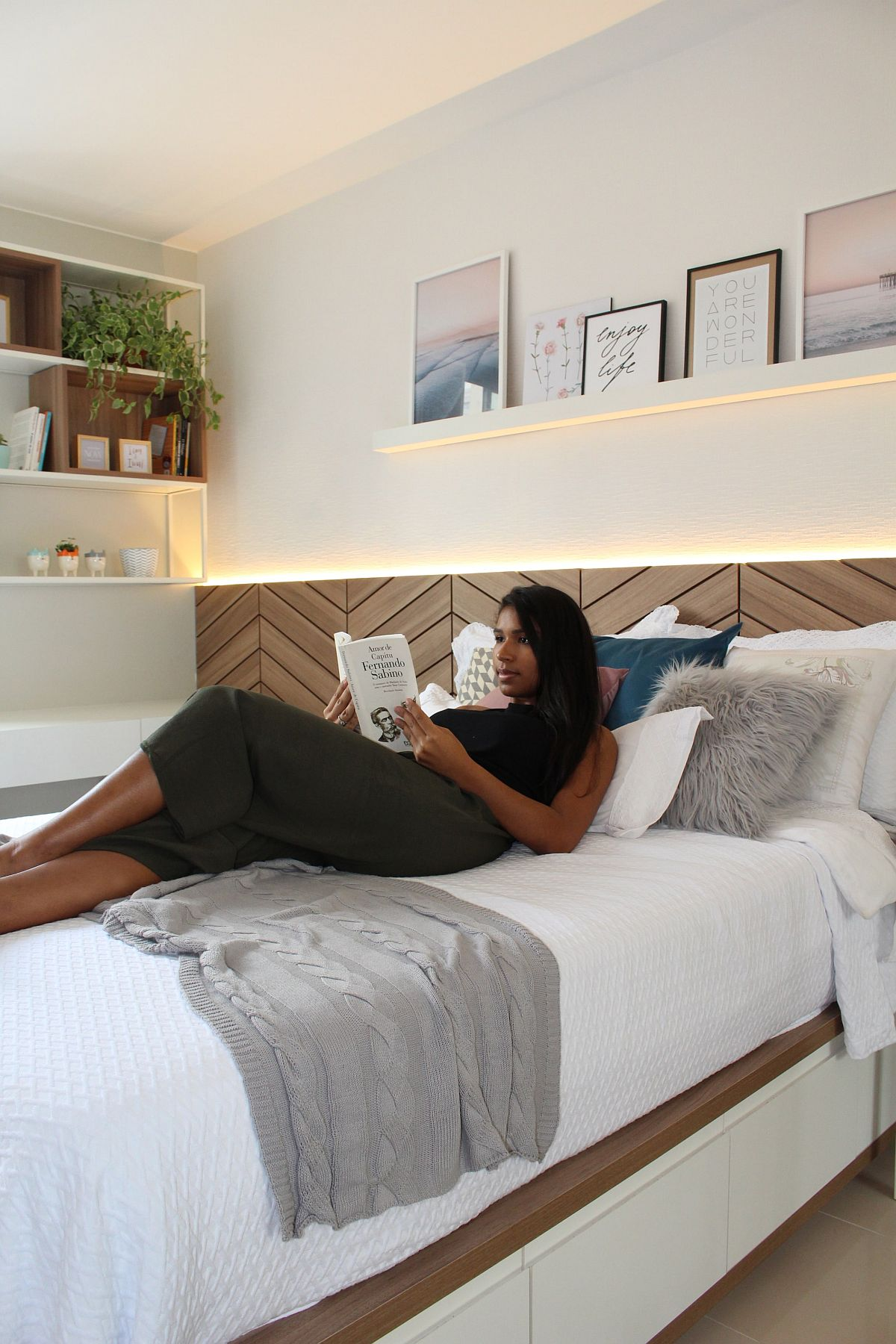 Relaxing and fabulous modern bedroom in wood and white with herringbone pattern headboard and smart storage