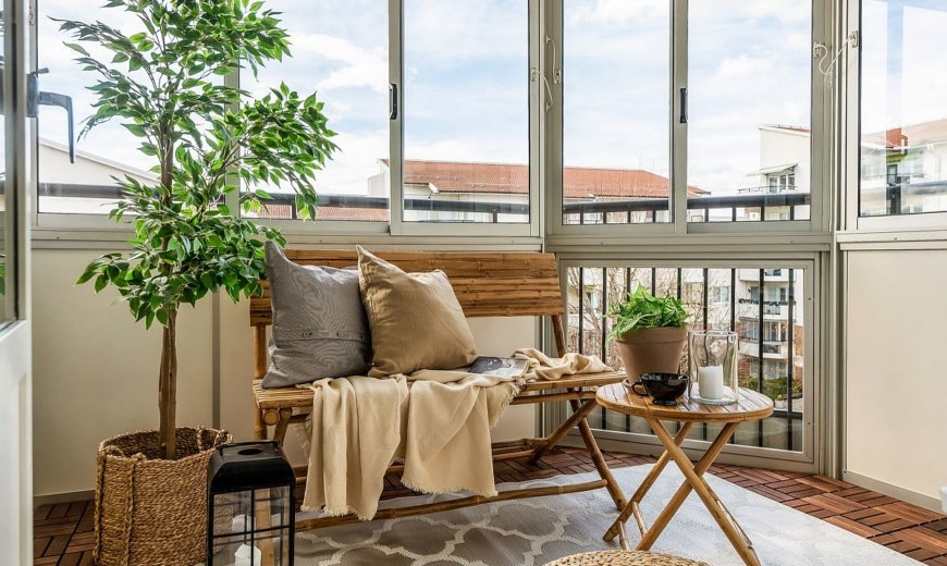 Keeping Summer Alive: 20 Small Sunrooms for a Warmer Fall and Winter