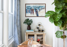 Tiny-eclectic-dining-space-inside-the-small-NYC-apartment-that-offers-a-view-of-the-city-skyline-outside-33500-217x155