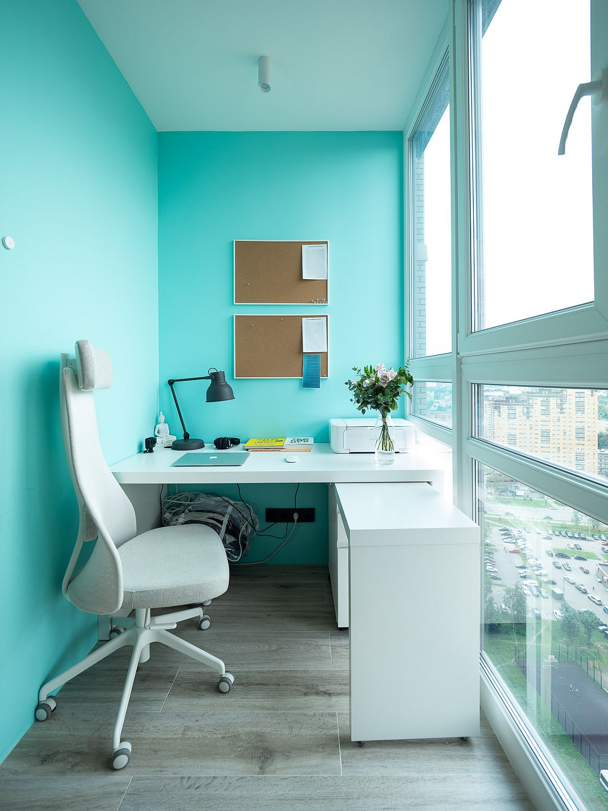 Tiny-home-office-of-Moscow-apartment-with-lovely-blue-walls-along-with-floor-to-ceiling-glass-walls-52533