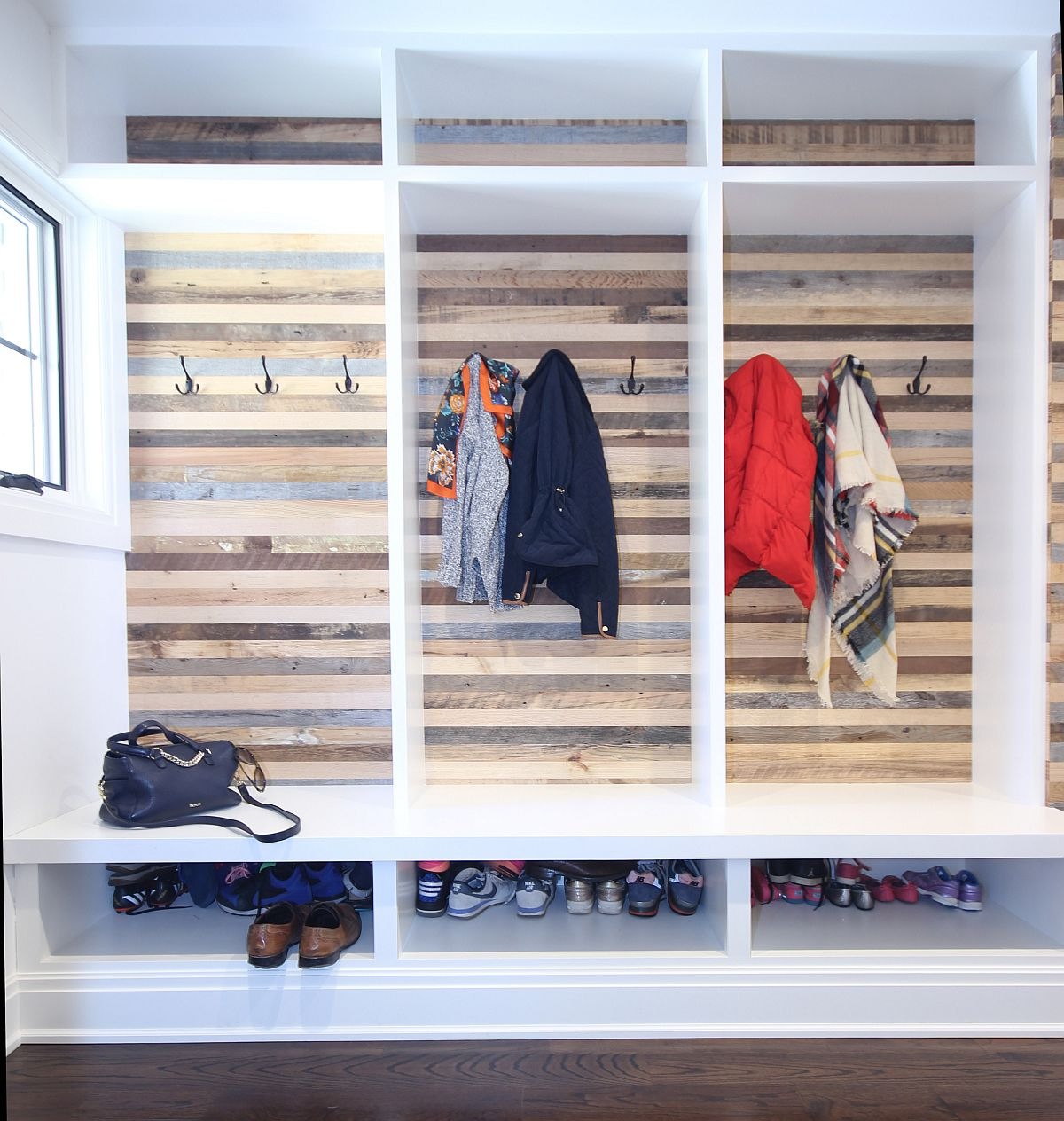 Use-reclaimed-wood-sections-in-the-modern-entryway-to-add-that-something-different-75132