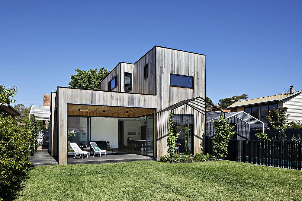Wooden rear extension for Californian bungalow in Melbourne leaves the street facade unaltered