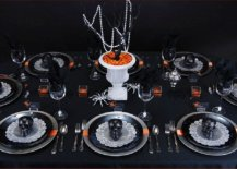 Black-and-orange-table-setting-for-a-spooky-Halloween-dinner-party-29872-217x155