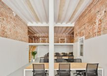 Bricks-casted-steel-columns-and-spacious-interior-in-white-shape-this-fabulous-office-55651-217x155