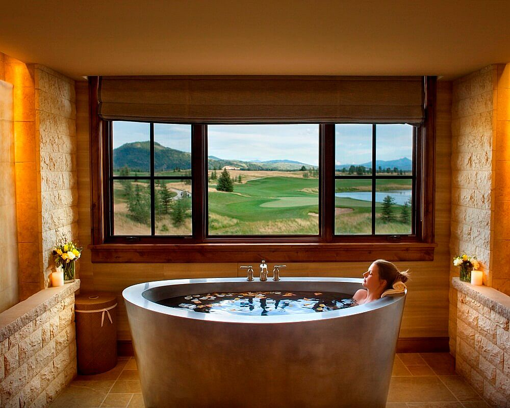 Bring an air of luxury to the bathroom with the perfect soaking tub