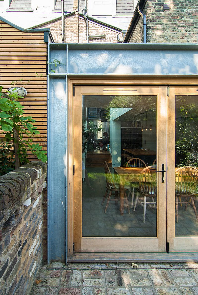 Closer-look-at-the-steel-frame-of-the-rear-extension-along-with-bi-folding-doors-57258