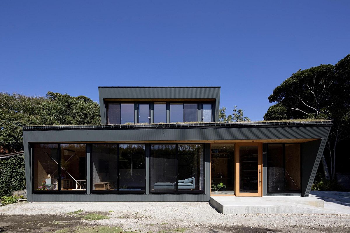 Contemporary-home-in-glass-and-gray-in-Tateyama-Japan-32061