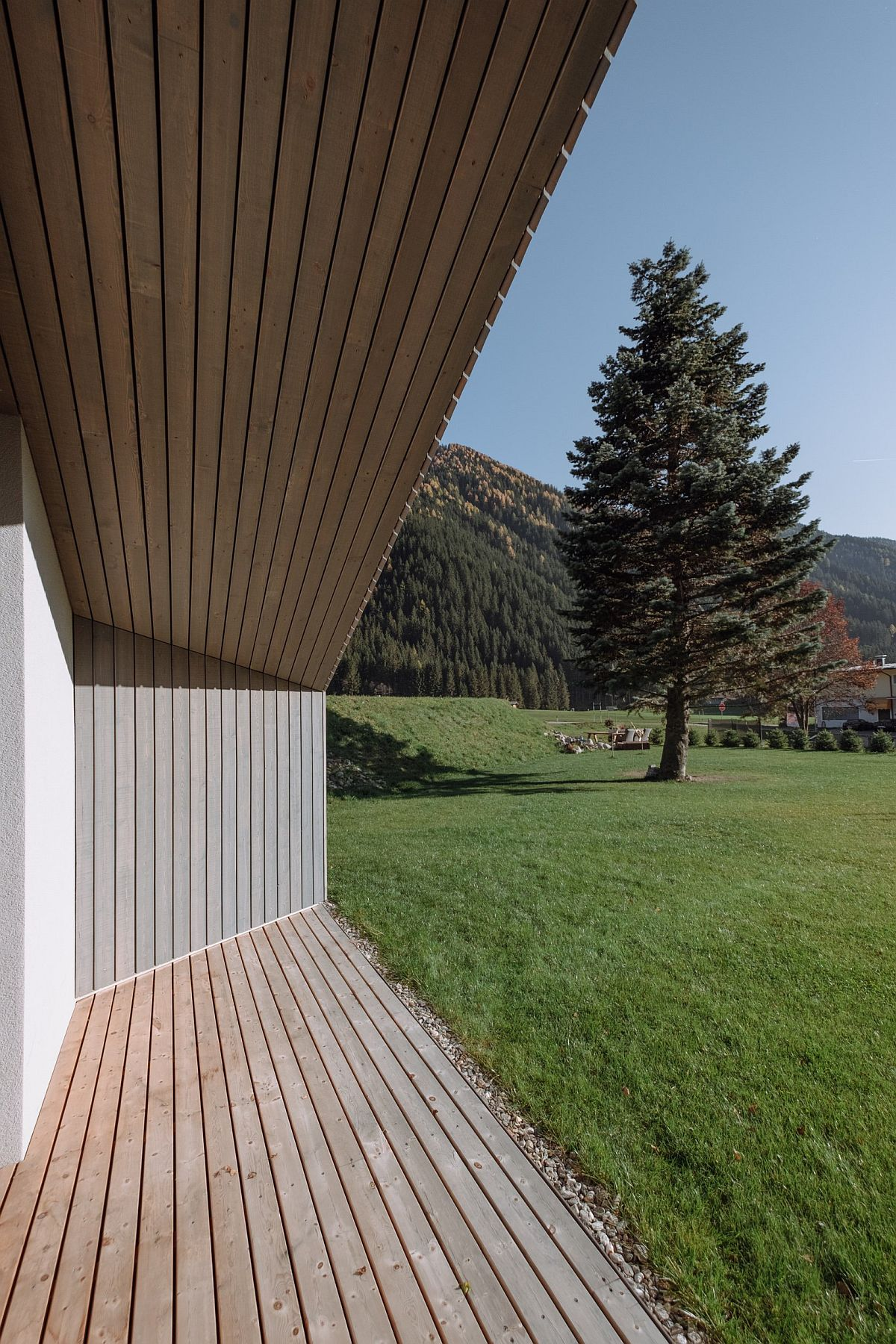 Covering-over-the-house-in-vertical-sawn-rough-boards-provides-shade-to-the-home-during-hotter-months-79252