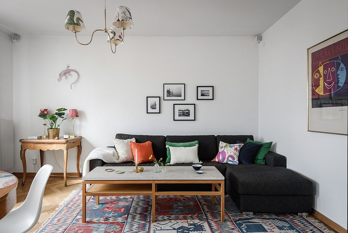 Dark-sectional-perfectly-fits-into-the-living-room-corner-with-ease-65367