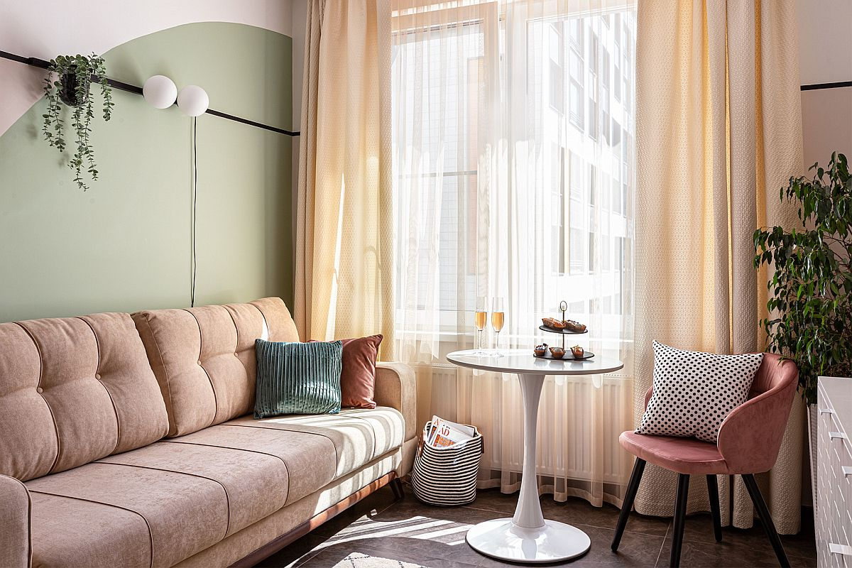 Exquisite-blend-of-pastel-hues-inside-the-small-living-room-with-Scandinavian-style-93000
