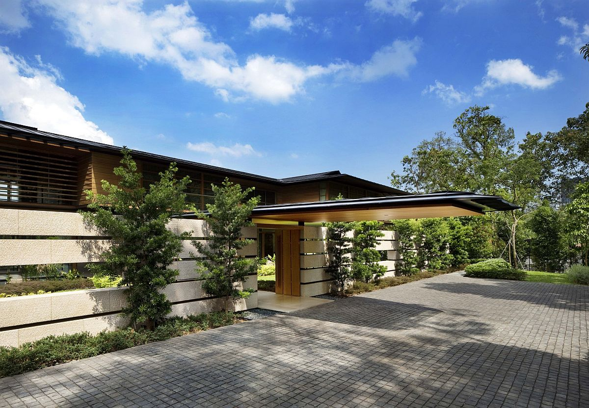 Extended-roof-structures-and-pavilions-offer-natural-shade-at-the-modern-Singapore-home-22475