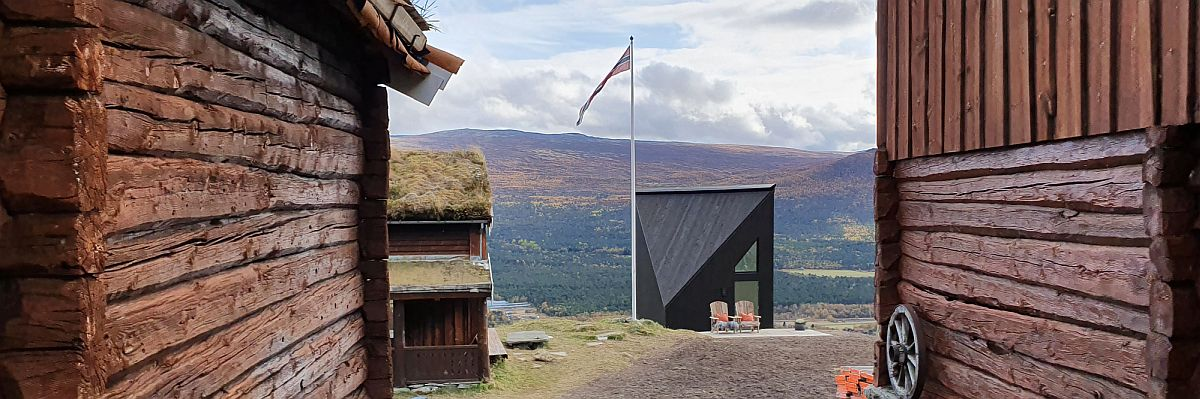 Fabulous-modern-minimal-cabin-set-among-classic-woodsy-mountian-homes-in-Norway-23179