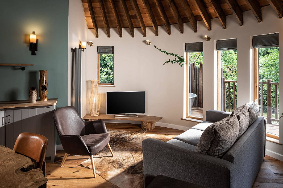 Finding-space-in-the-small-rustic-living-room-with-smart-arrangement-of-decor-41865
