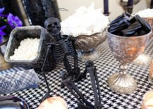 Finding-the-right-decorative-pieces-for-the-fab-Halloween-themed-party-table-75821-217x155