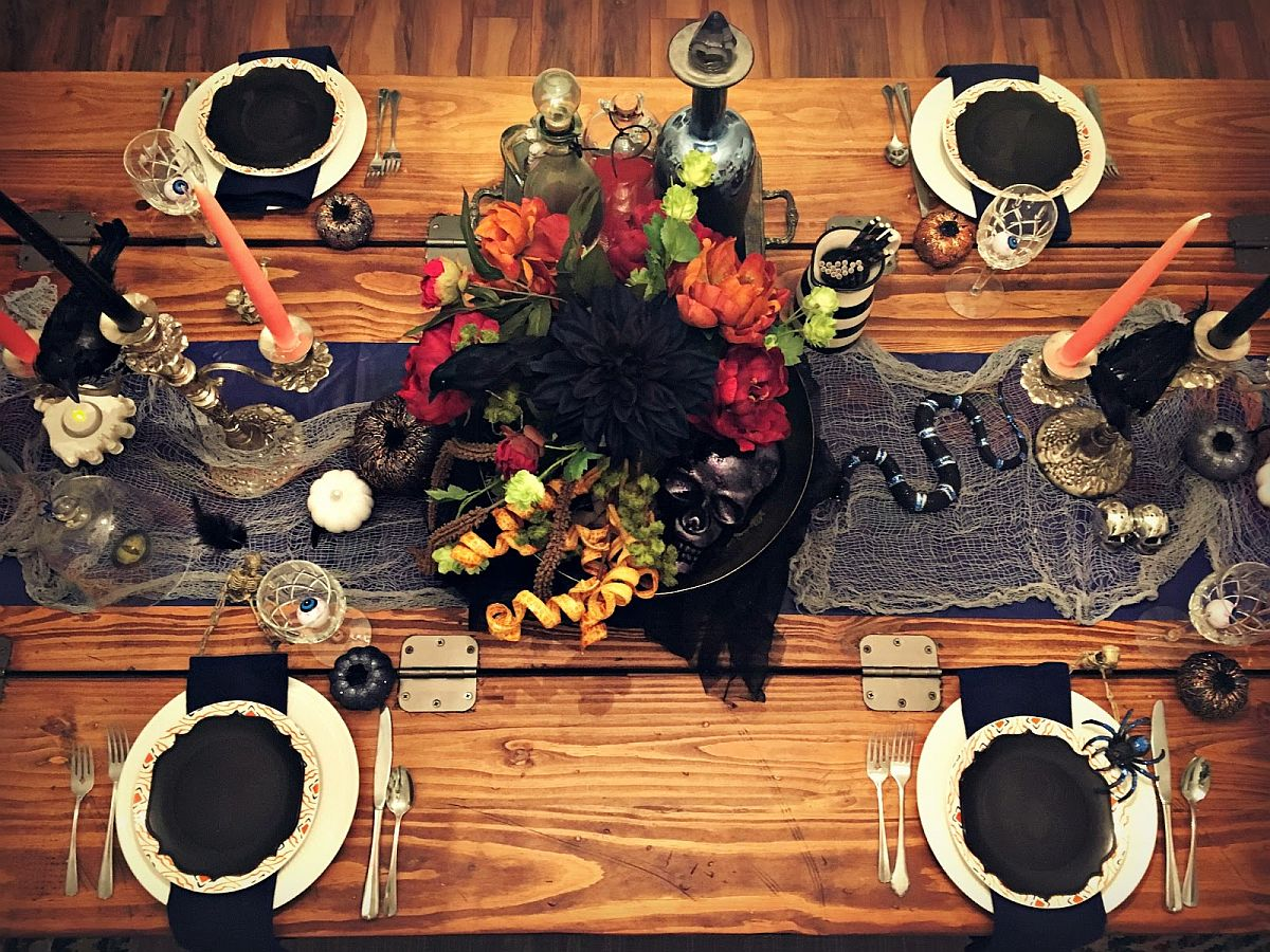 Finer details like the small snake and cobwebs make a big difference to the Halloween tablescape