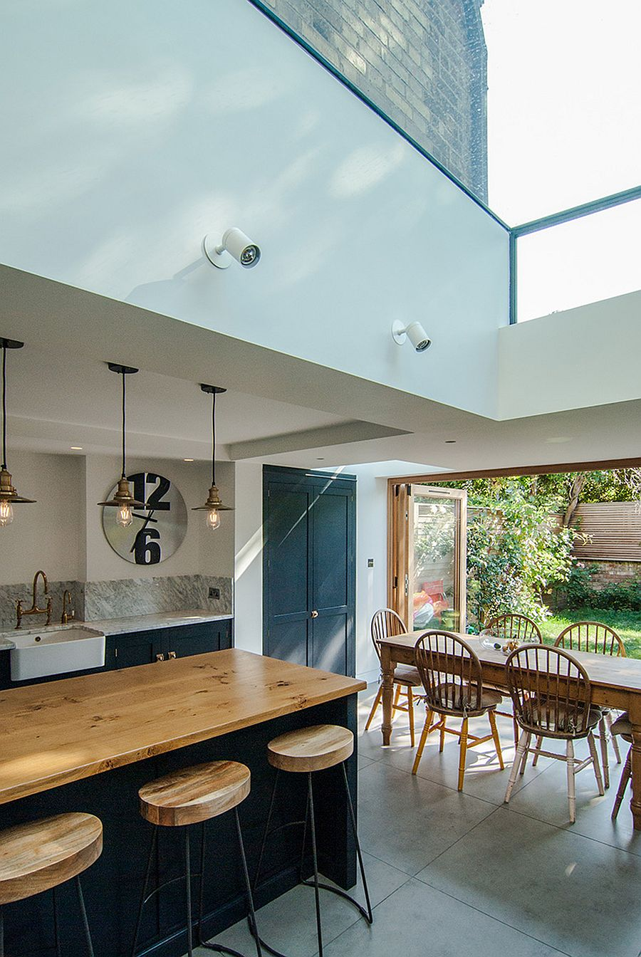 Glazed-ceiling-of-the-extension-brings-the-sky-indoors-36518
