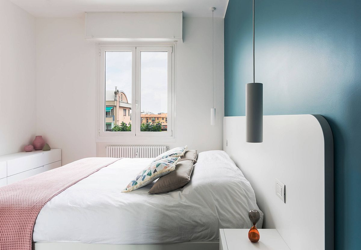 Gorgeous-blue-accent-wall-for-the-small-bedroom-in-white-35205