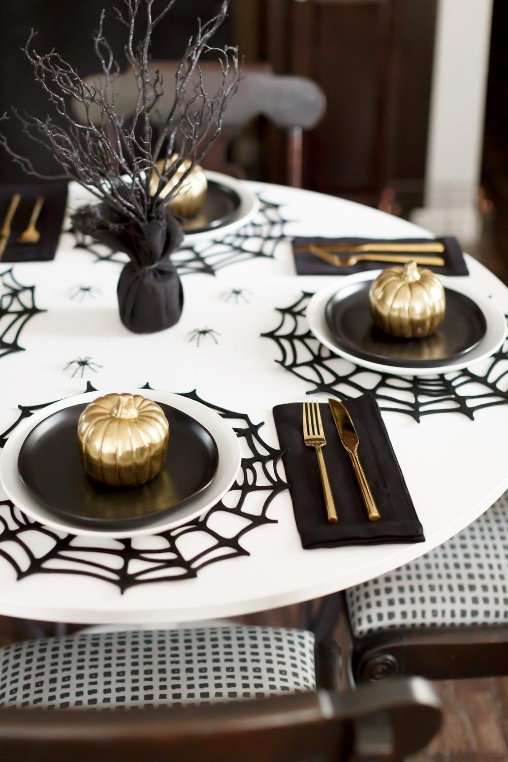 Gorgeous modern Halloween tablescape in black, white and gold
