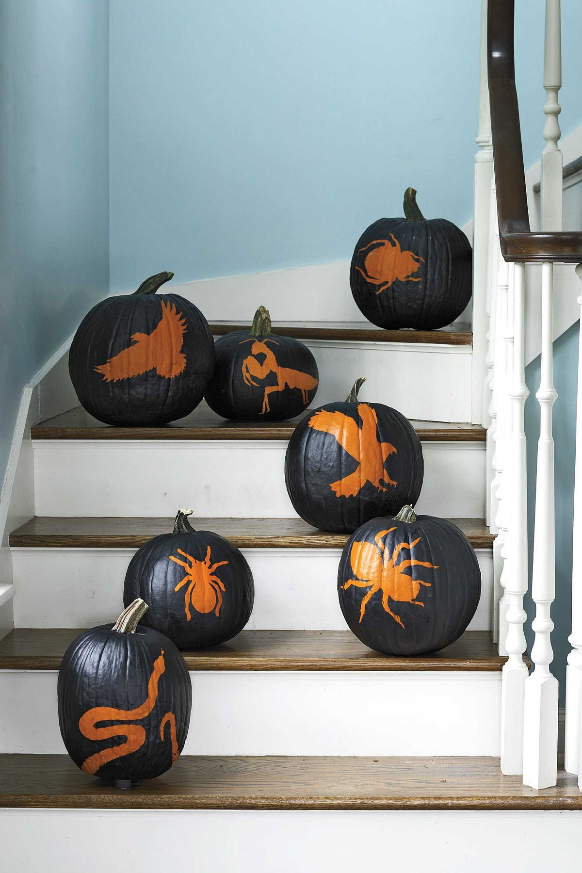 Halloween stencils and paint can turn pumpkins into mot impresive decoraive pieces of the season